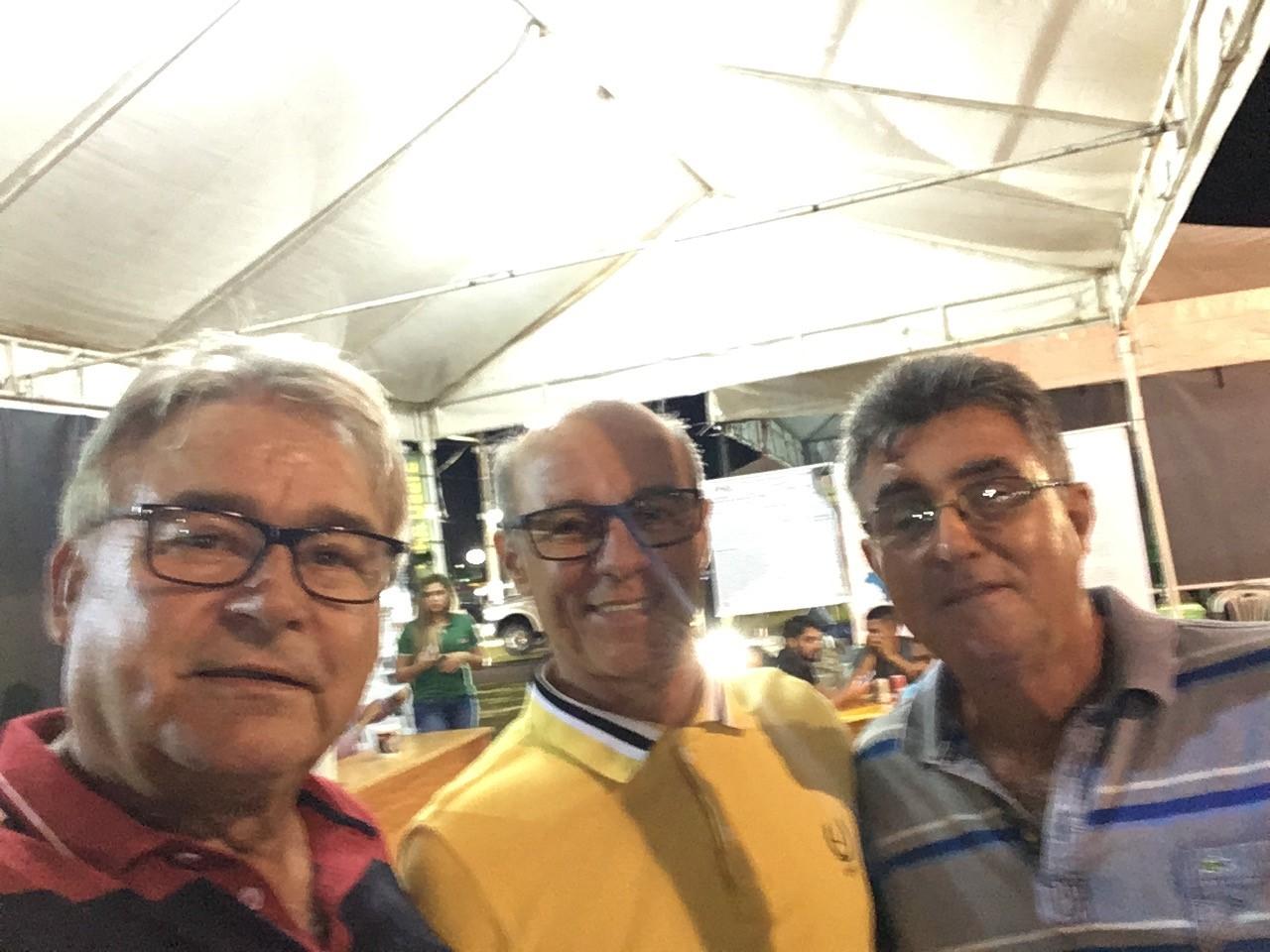 Vailton e Carlos no Pq. de Exposição da Aava. Tomé Açú/PA